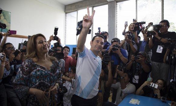 Новым президентом Гватемалы избран комедийный актер Джимми Моралес