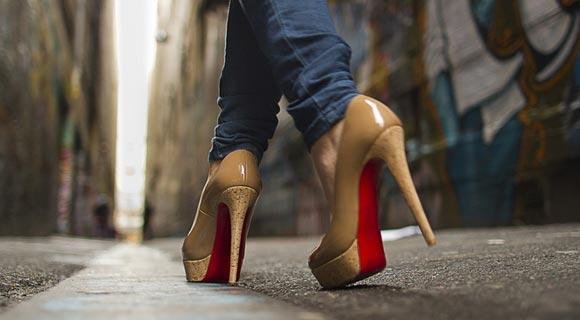 В итальянской школе запретили носить каблуки из-за угрозы землетрясения