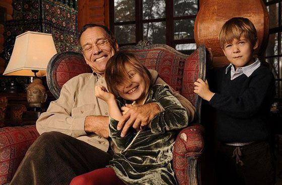 Андрей с сыном и дочерью