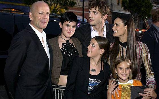 Деми Мур с бывшими мужьями и дочерьми