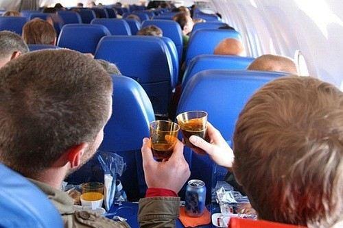 Опрос: наиболее неприятный попутчик во время полета – пьяный