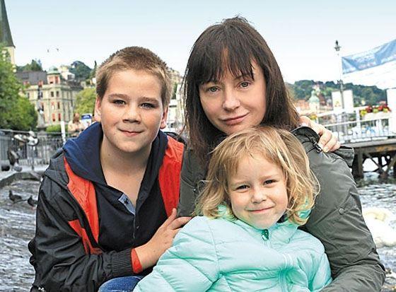 Евгения Добровольская с сыном Яном и дочкой