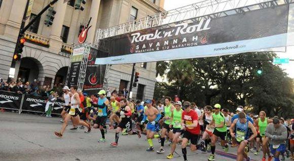 В США полицейский помог пострадавшему бегуну завершить марафон