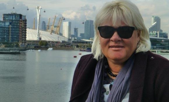 Россиянка Наташа Харт получила орден из рук королевы Великобритании