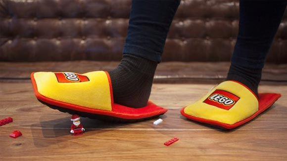 Компания Lego выпустила ограниченную серию защитных тапок