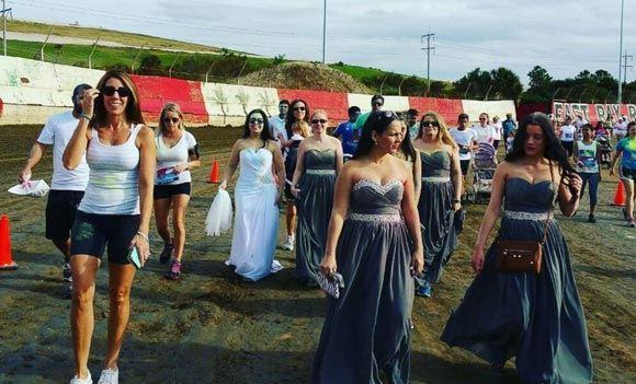 Брошенная по СМС невеста пробежала пять километров в свадебном платье