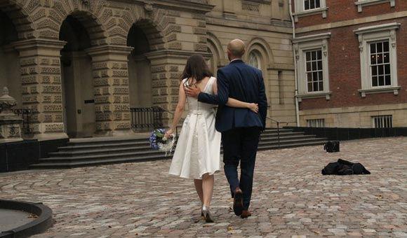 Пара из Торонто отменила свадебное торжество и пожертвовала деньги беженцам