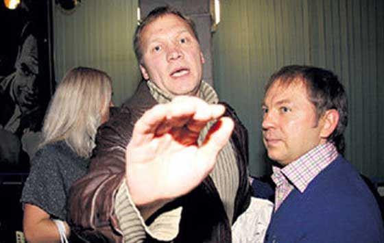 Анатолий Журавлев тщательно оберегает свою личную жизнь от вторжения посторонних.