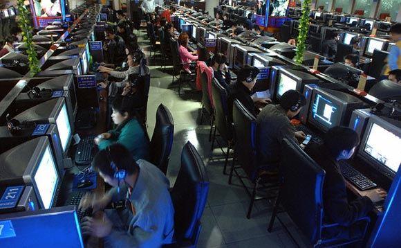 Китайская геймерша десять лет пряталась от семьи в интернет-кафе
