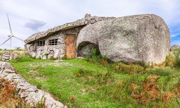 В Португалии у туристов популярен дом «Флинтстоунов»