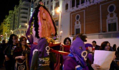 Испанские феминистки оскорбили католиков, заменив Деву Марию вагиной