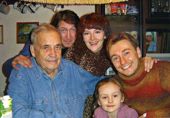 Эльдар Рязанов в кругу друзей