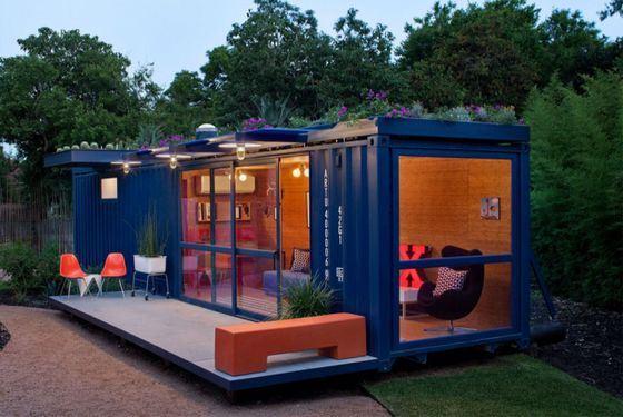 Скромный, но уютный домик для гостей из одного контейнера
