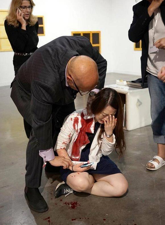 Одна женщина набросилась с ножом на другую на выставке в США