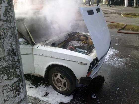 В автомобиле загорелся двиигатель