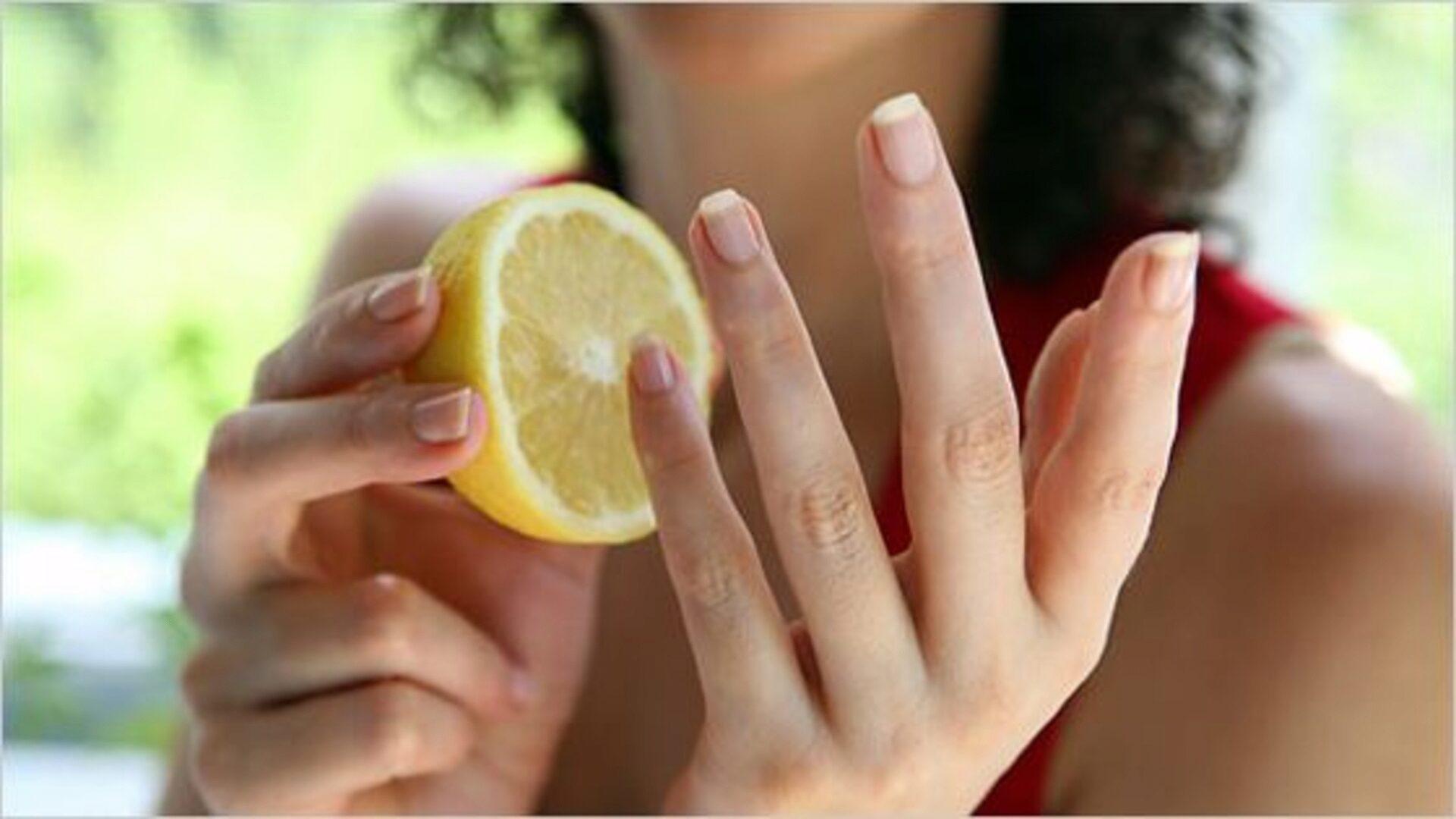 Лимон хорошо отбеливает ногти