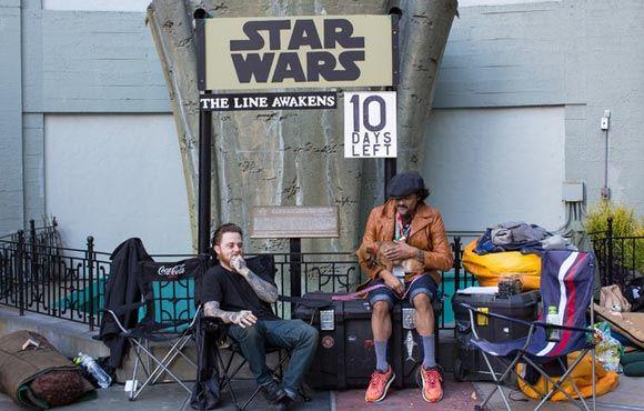 Поклонники «Звездных войн» устроили палаточные городки перед кинотеатрами
