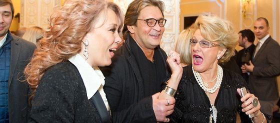 Alexander Domogarov in the company of Aziza and Svetlana Druzhinina