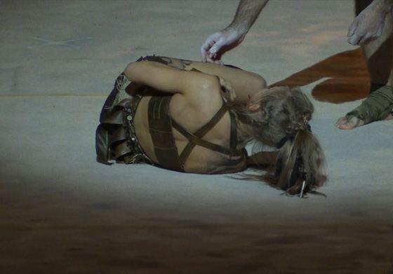 Кристина Асмус во время выполнения трюка порвала связки на ноге