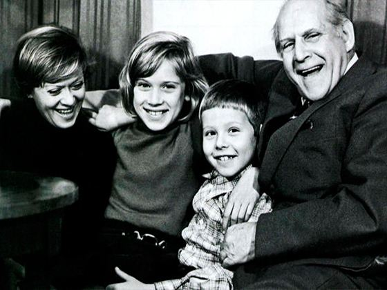 Alisa Freindlich with father and children