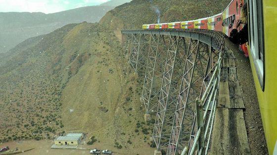 Высота этого железнодорожного виадука 70 м