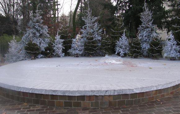 Во французском Лонжюмо с площади украли сани Санта-Клауса