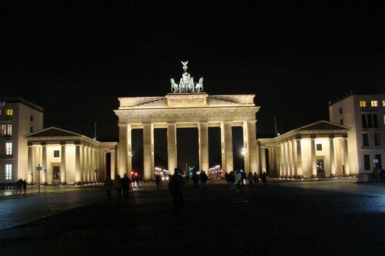 Брандербургские ворота - красивейшая достопримечательность Берлина