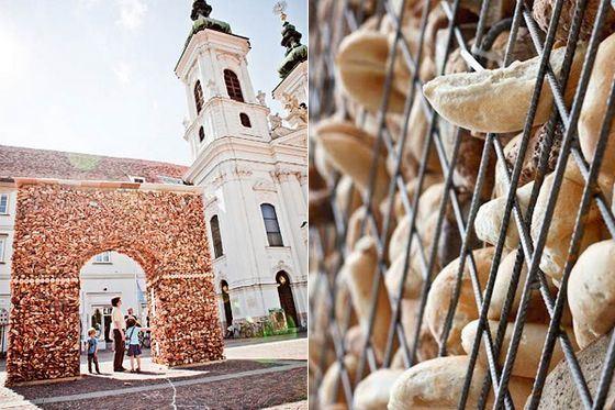 Триумфальная арка из объедков в австрийском городке Грац