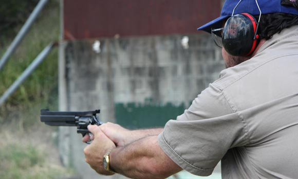 Американец случайно застрелился во время мастер-класса по чистке оружия