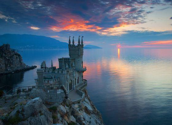 Замок Ласточкино Гнездо - прекраснейшее место на черноморском побережье