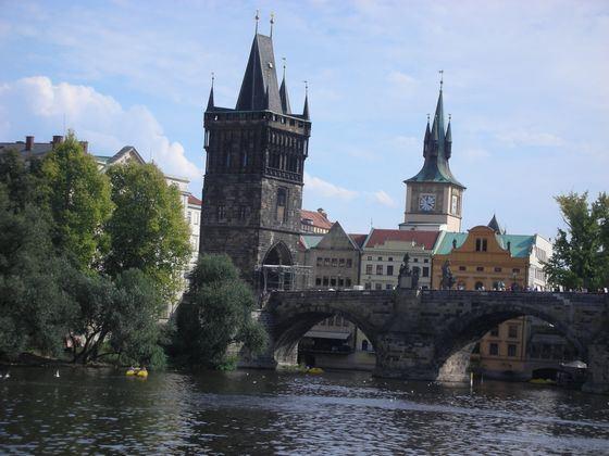Пражский замок сегодня манит туристов со всей Европы