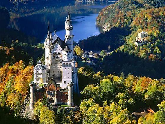 Замок Нойшванштайн имеет сказочный внешний вид