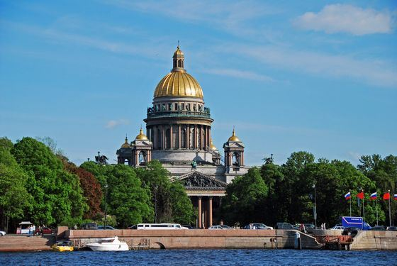 Исаакиевский собор - одно из самых высоких зданий в Петербурге