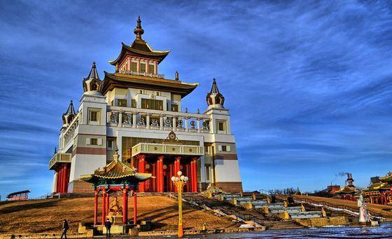 «Золотая обитель Будды Шакьямуни» - крупнейший буддийский храм в России