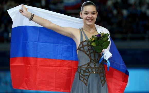 Аделина Сотникова решила перекраситься в блондинку