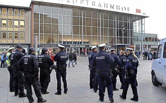 В Кельне досрочно уволили главу полиции из-за нападений на женщин