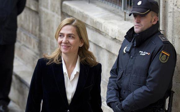 Сестра короля Испании предстала перед судом по обвинению в мошенничестве