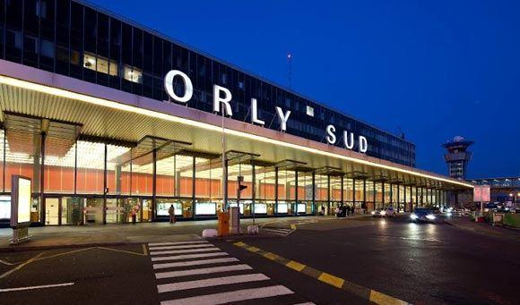 В парижском аэропорту Орли нашли в шасси самолета мертвое тело