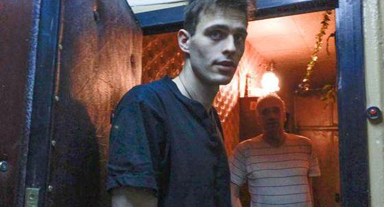 Василий Степанов живет в старой хрущевке с родителями