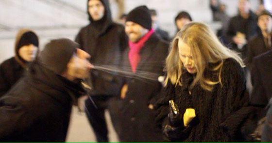 Беженцы поздравили немок с Новым годом