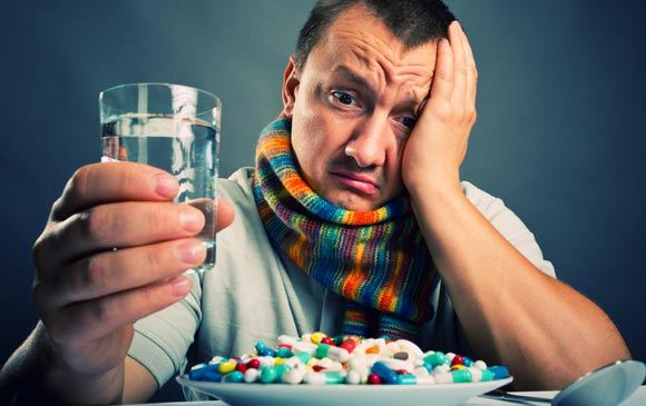 Жителям РФ посоветовали не лечить грипп при помощи спиртного