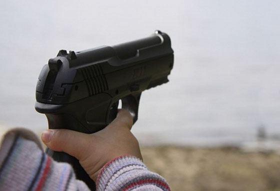 Мальчик выстрелил себе в голову из травматического пистолета