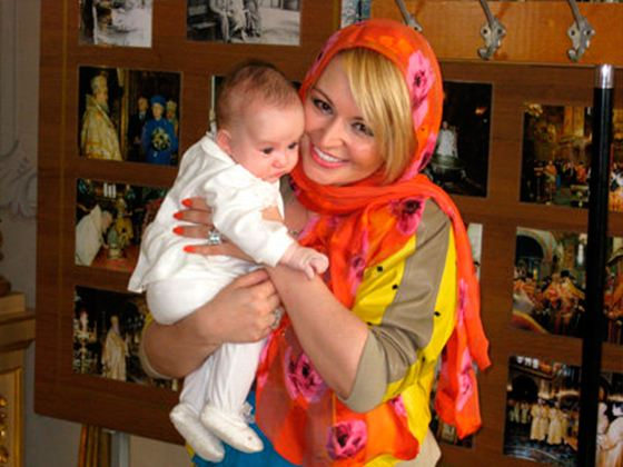 In the photo: Katya Lel and her daughter