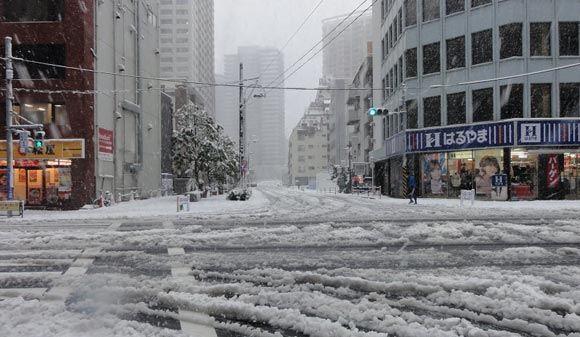 Юго-запад Японии накрыло сильными снегопадами