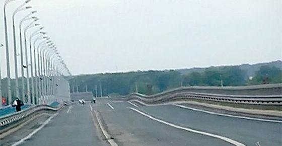 Танцующий мост в Волгограде