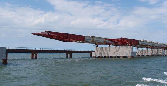 Строительство моста через Амурский залив