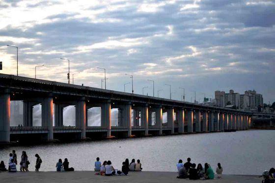 Мост через реку Вэй - монументальное сооружение