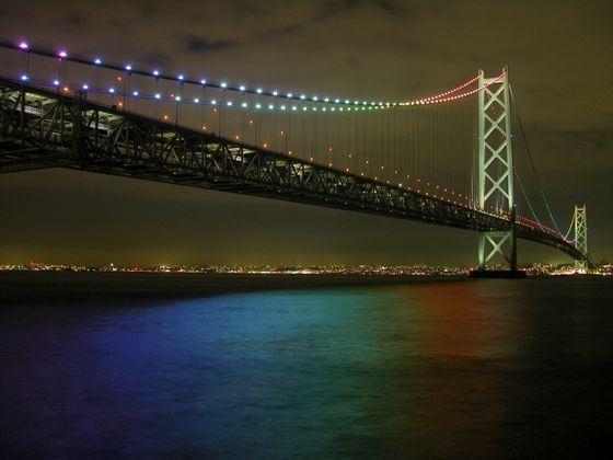 Одно из самых монументальных сооружений в Японии - мост в Акаси-Кайкё