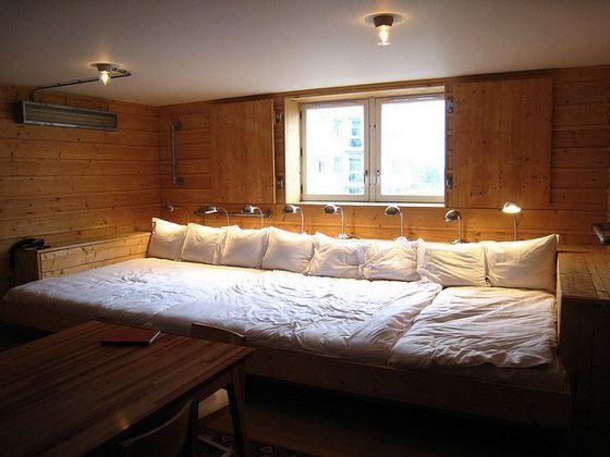 Переночевать на самой длинной кровати можно за 200 евро в сутки