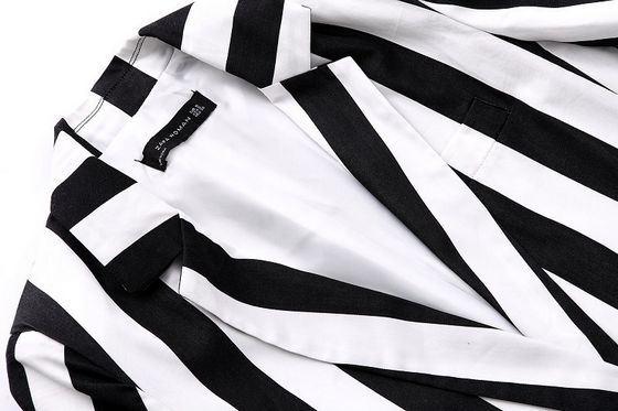 Полоска - самый распространенный рисунок для мужских и женских пиджаков